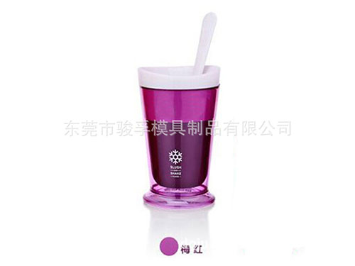 Smoothie cups and accessories